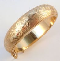 Vintage Sarah Coventry Gold Tone Hinged Floral Bangle
